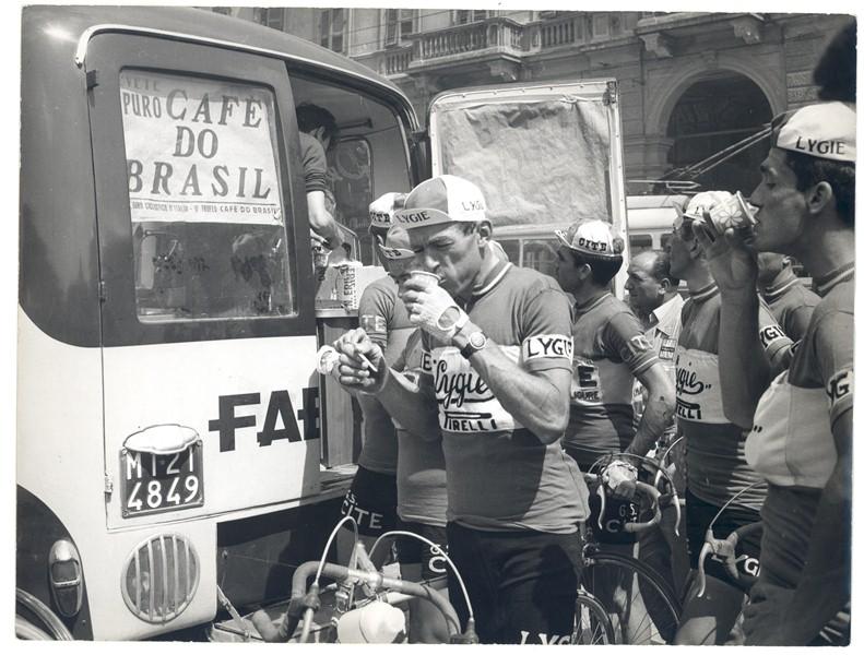 Marka ekspresów do kawiarni Faema sponsorowała narodowe drużyny kolarskie