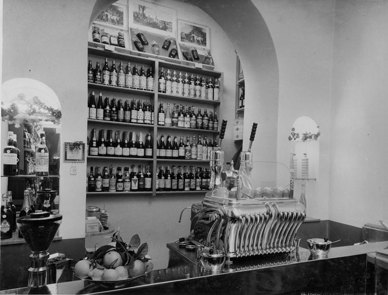Klasyczna włoska kawiarnia w latach 50 XX wieku
