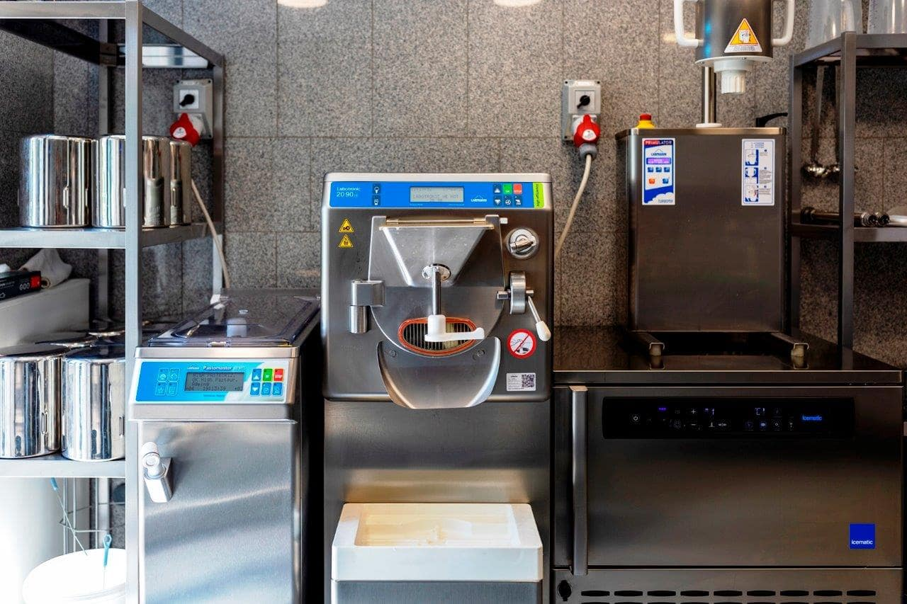 Labolatorium do produkcji lodów naturalnych w lodziarni