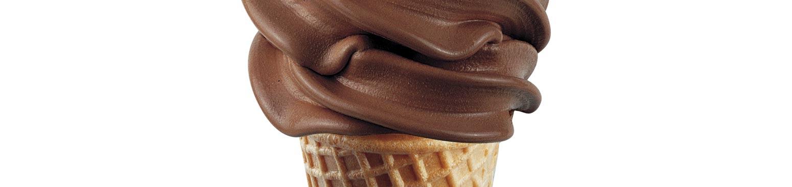 czekoladowy rożek z lodami włoskimi