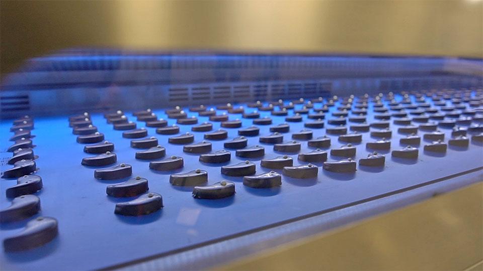 Produkcja czekoladek w tunelu chłodniczym Selmi